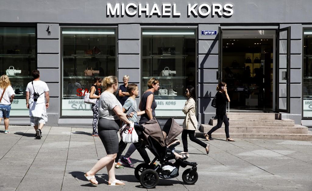SLUTTER MED PELS: Michael Kors slutter å bruke dyrepels i produktene sine. Dette er Michael Kors-butikken på Egertorget i Oslo.