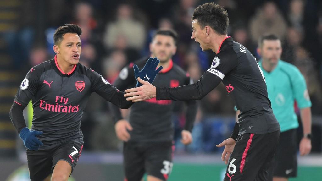 JUBEL: Alexis Sánchez fant veien til nettmaskene to ganger for Arsenal mot Crystal Palace.