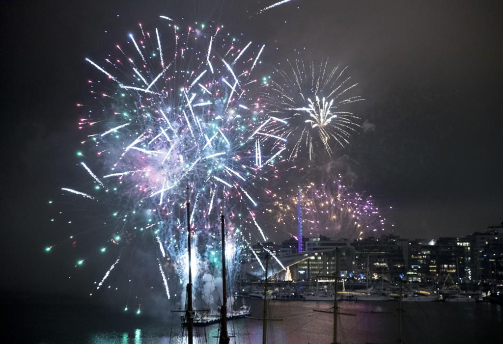 Klokken 00.00 på nyttårsaften ble fyrverkeriet i havnebassenget i Oslo sendt opp.