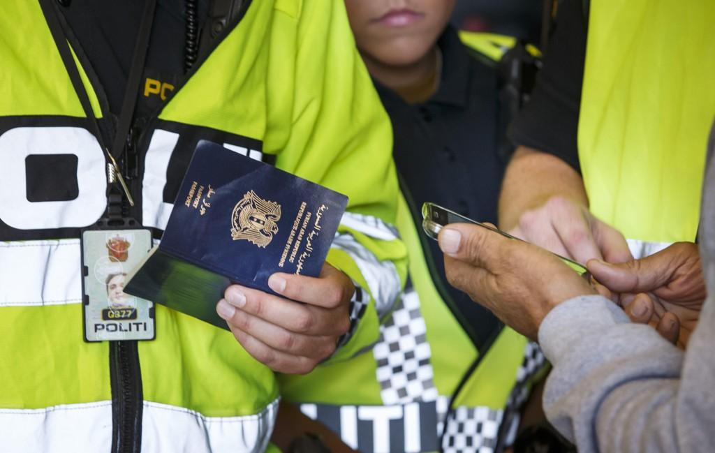 Politiets utlendingsenhet på Svinesund høsten 2015 der de tok personalia og fingeravtrykk på asylsøkere som krysset grensen fra Sverige til Norge.