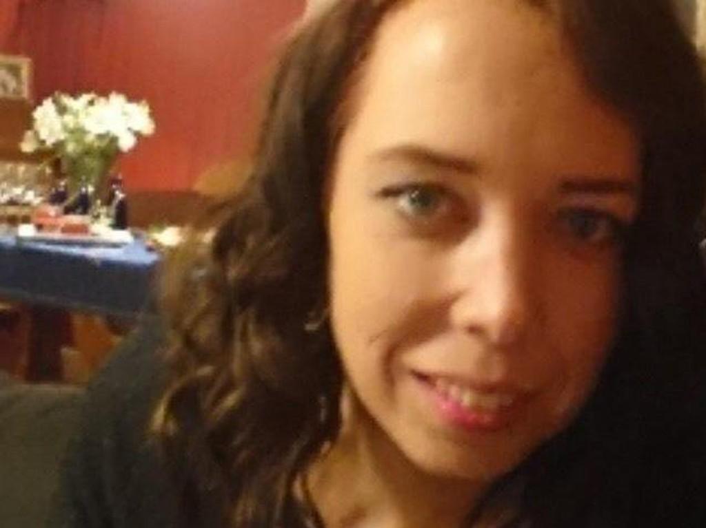 SAVNET: Innlandet politidistrikt etterlyser Janne (36), som har vært savnet siden fredag. De ber folk som har sett henne om å ta kontakt.