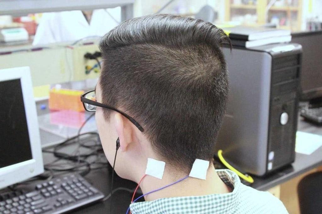 Ved hjelp av en kombinasjon av hørselstimuli og elektriske impulserer, mener forskere at de kan ha funnet en mulig behandling av tinntius.