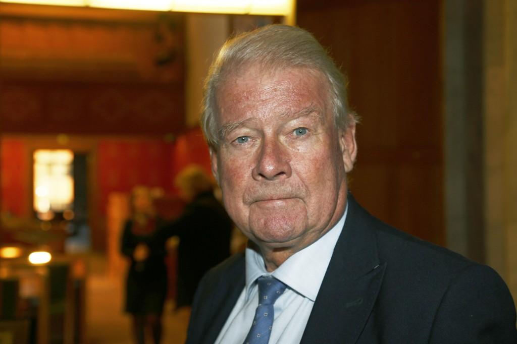 Carl I. Hagen, her på vei inn til møte i bystyresalen i Oslo rådhus i november 2017.