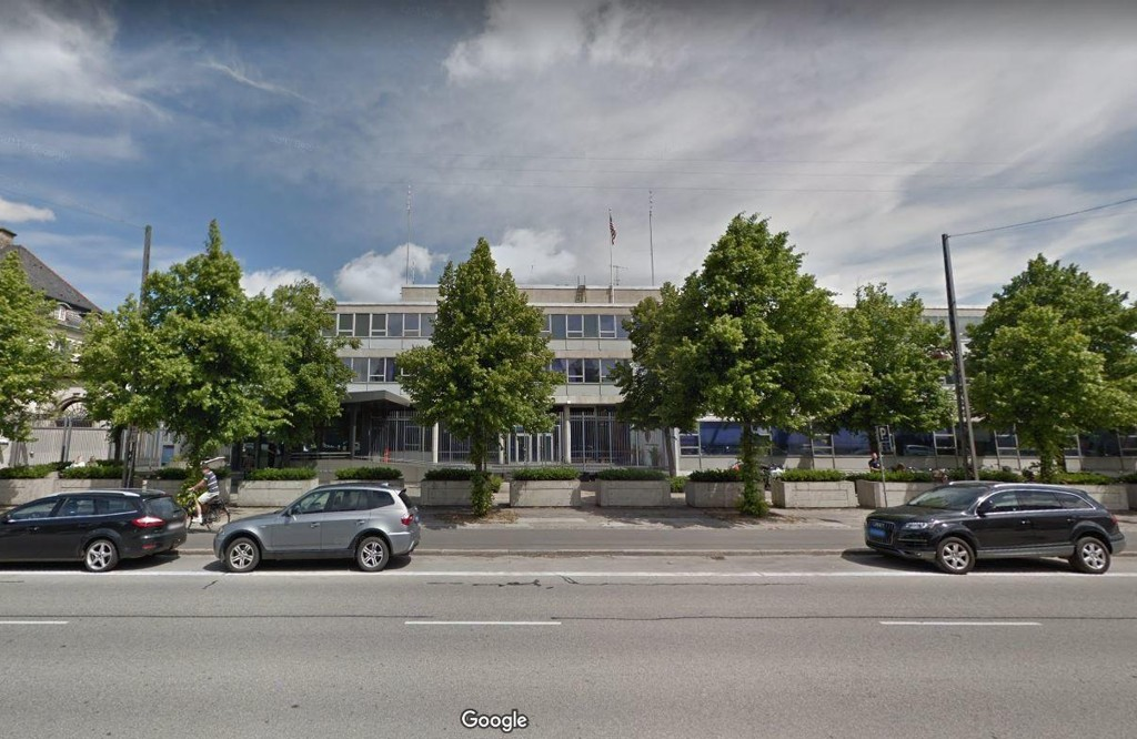 Bomberyddere sendt til USAs ambassade i København