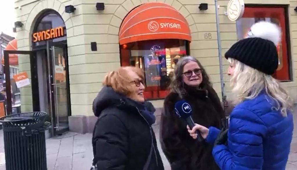 Disse damene på Karl Johan spøkte med at de fryktet alarmen var et signal om at russerne var på vei.