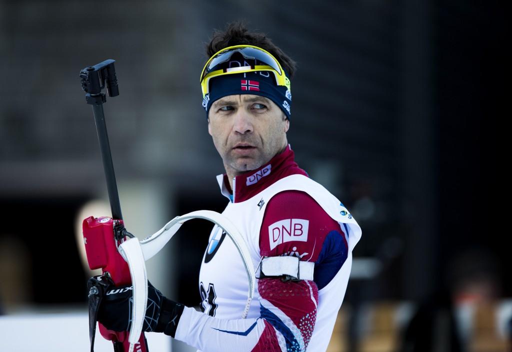 BOMMET: Ole Einar Bjørndalen, som kjemper om en OL-plass, bommet to ganger på liggende skyting i Rupholding onsdag.