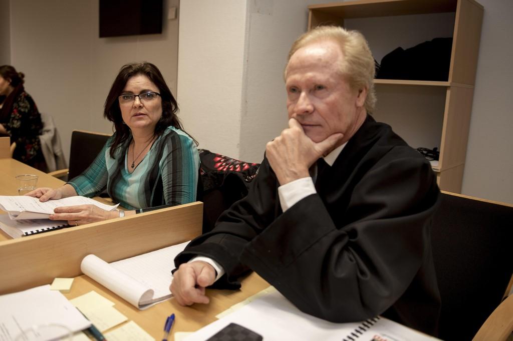 TAPTE: Merete Hodne sammen med advokat Per Danielsen.