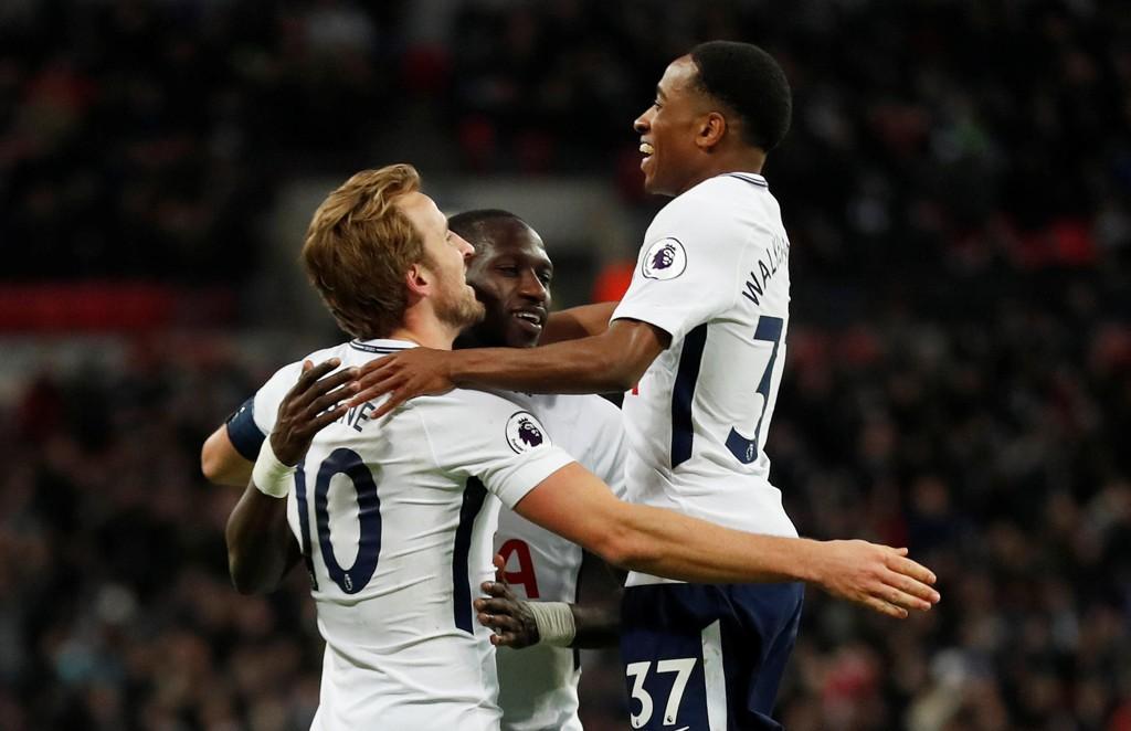 CUPJUBEL SIST: Harry Kane scoret to av målene da Spurs slo Wimbledon enkelt.