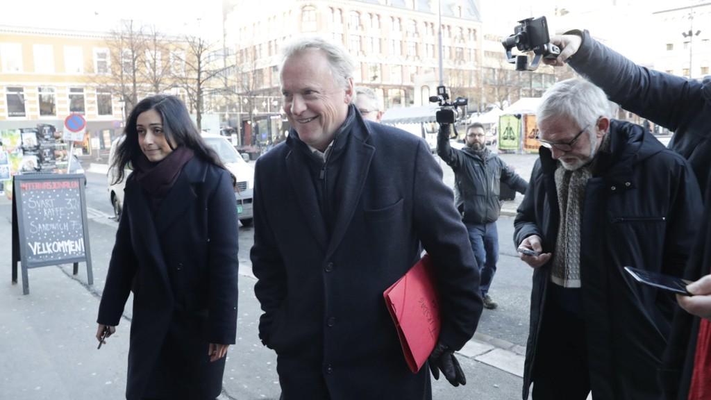 JOHANSEN: Raymond Johansen ankommer på vei til APs sentralstyremøte tidligere, sammen med nestleder Hadia Tajik.
