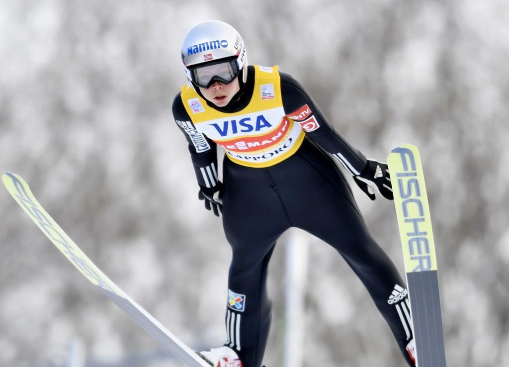 VANT: Maren Lundbytok sin 7. verdenscupseier i lørdagens hopprenn i japanske Sapporo. Tyske Katharina Althaus tok andreplassen.