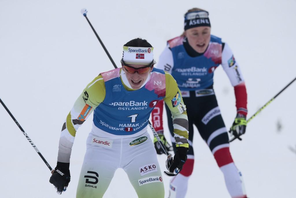 NYTT GULL: Marit Bjørgen går i mål til et nytt NM-gull under 15 kilometer fellesstart.