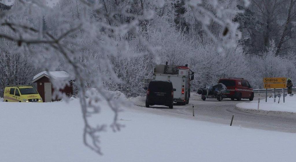 SØKER I ELVA: Brannvesenet er på plass og bistår politiet med søk i Glomma.