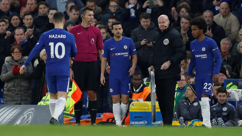 BLE BYTTET AV: Eden Hazard fikk ikke engang fullføre timen da Chelsea møtte Leicester på hjemmebane.