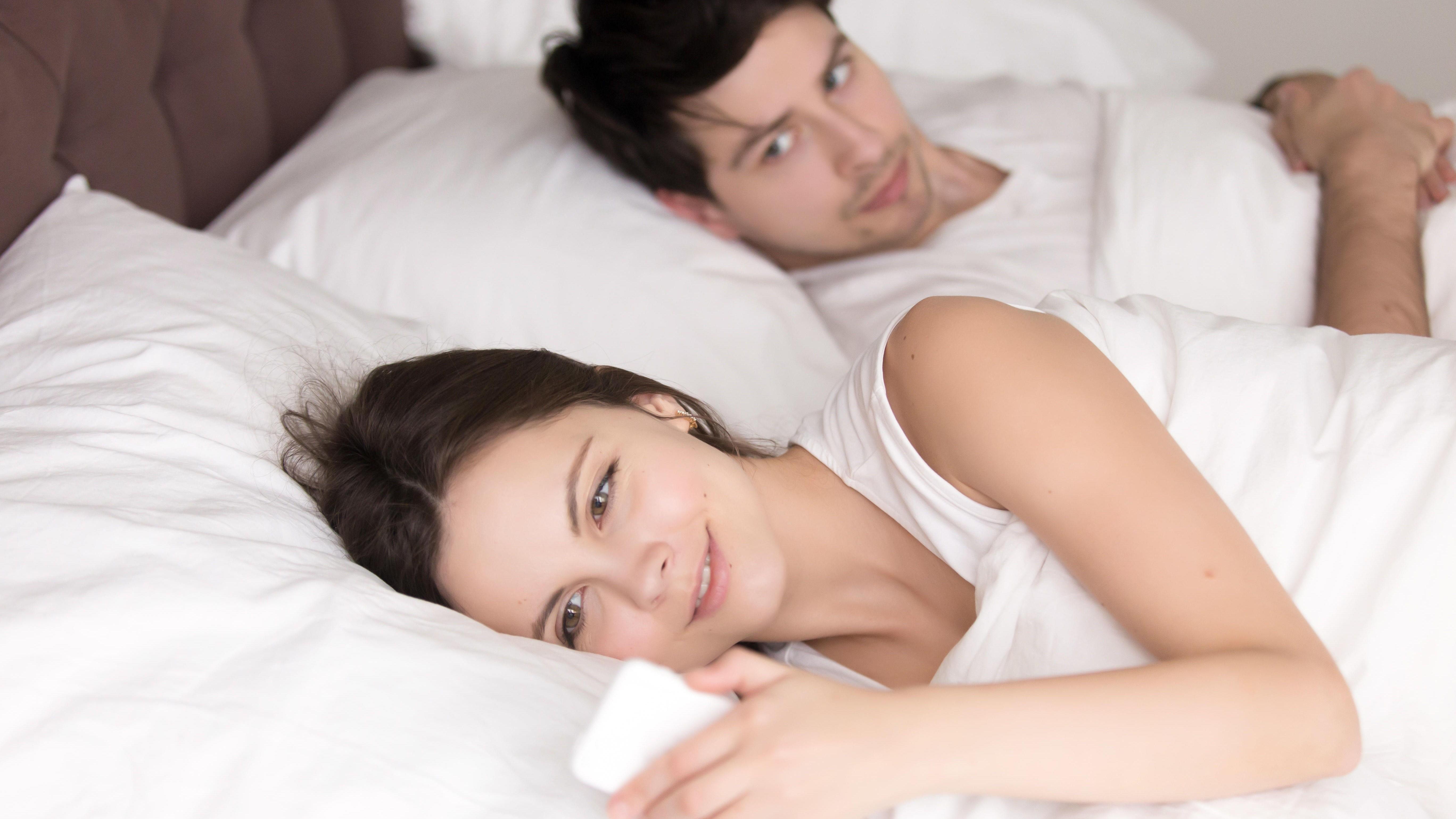 UTRO? Dersom du har kontakt med andre personer og holder dette skjult for kjæresten, kan det hende du bedriver hva eksperter kaller «mikro-utroskap».