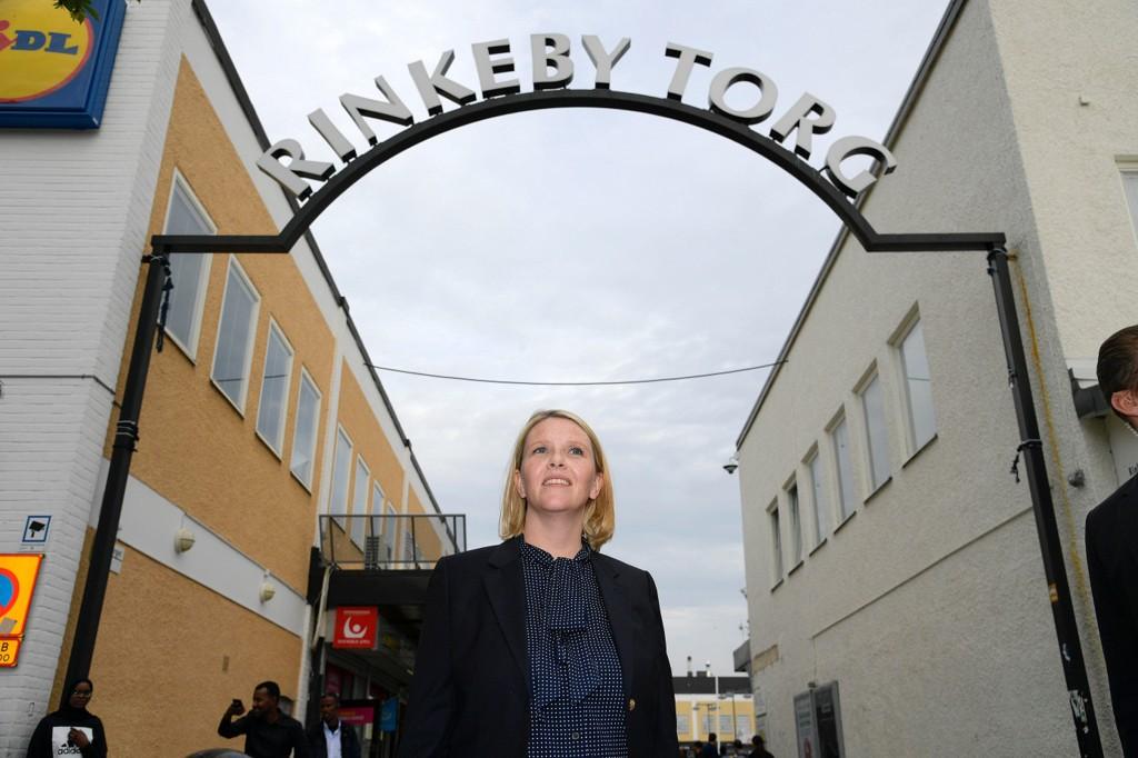 MISTET KONTROLL: Sverige har mistet kontrollen over gjengkriminalitet i steder som Rinkeby, der justisminister Sylvi Listshaug dro før valget i fjor høst.