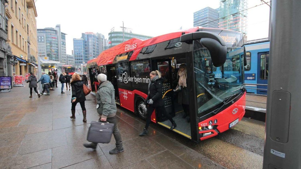 ØKER PRISENE: Ruter øker prisene med 5,2 prosent - mer enn tre ganger mer enn vanlig prisstigning. Pengene går til Oslopakke 3 - altså en form for «bompenger» på bussbilletten.