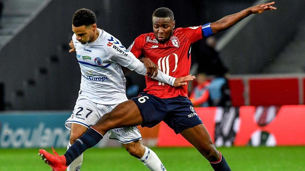 LONDON: Ibrahim Amadou (t.h.) forsøker å trenge gjennom en overgang til Crystal Palace.