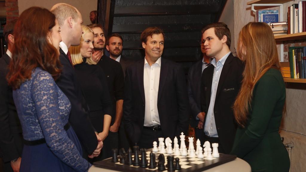 MESH: Sjakkmester Magnus Carlsen var blant dem det britiske hertugparet Kate og William fikk møte i gründerfellesskapet MESH i Oslo torsdag.
