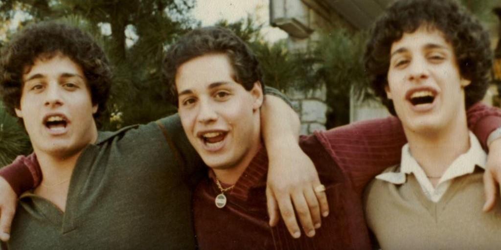 FANT HVERANDRE: Trillingene Robert, Eddy og David ble adskilt og adoptert bort til tre ulike familier som en del av en hemmelig studie.