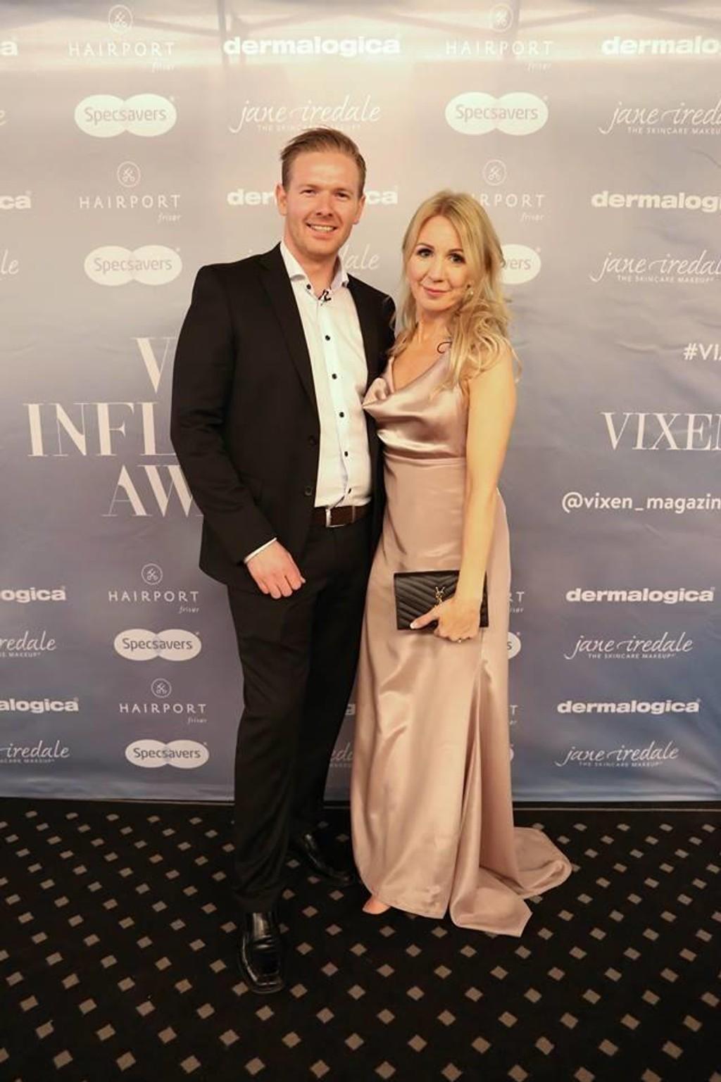 Blogger Anne Brith Davidsen tok med seg kjæresten Erik Skaar på Vixen Influencer Awards.