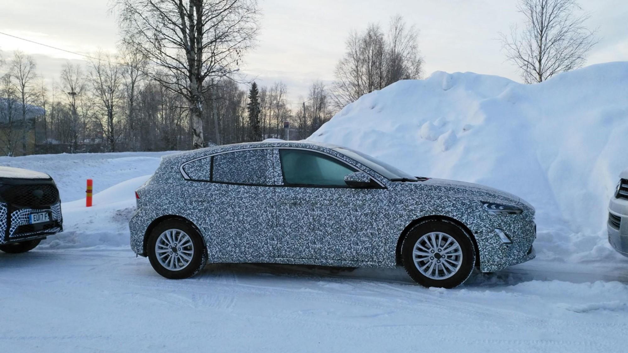 Mye tyder på at det skjuler seg en helt ny Ford Focus bak all denne kamuflasjen. Det er en svært viktig modell for Ford, både internasjonalt og her i Norge.