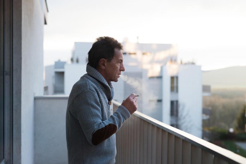 - Ingen er villig til å legge et forbud mot røykingen, fordi terrassen er et privat eierområde.
