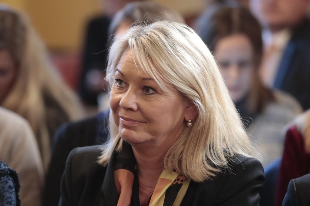 Kommunal- og moderniseringsminister Monica Mæland har overtatt ansvaret for å løse den store kommune- og regionfloken.