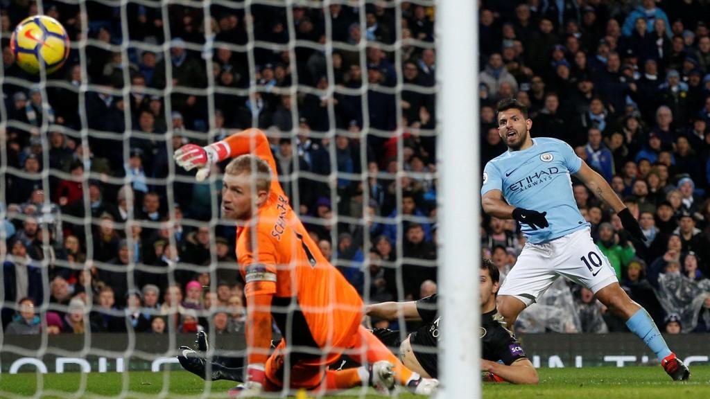 MÅLMASKIN: Sergio Agüero scoret et nytt hattrick da Manchester City smadret Leicester.