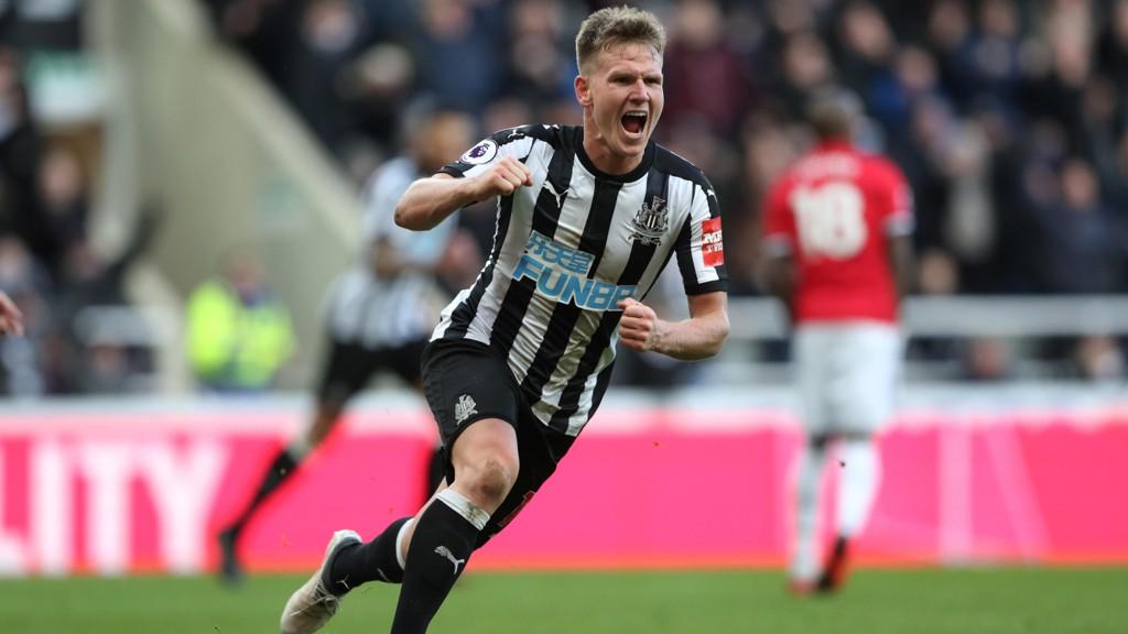 DEN STORE HELTEN: Matt Ritchie scoret kampens eneste mål da Newcastle slo Manchester United på St. James' Park.