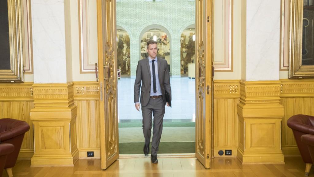 GJØR DØREN HØY: Kristelig folkeparti starter strategiprosess som kan ende med at KrF-leder Knut Arild Hareide går inn i regjeringen.
