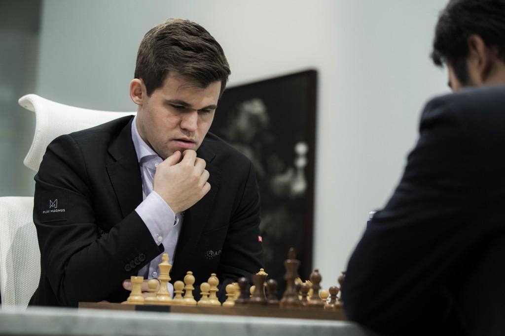 SEIER: Magnus Carlsen slo Hikaru Nakamura, mandag.