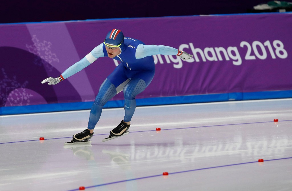 UT AV BALANSE: Sverre Lunde Pedersen var ustø i svingen på den siste runden av 1500-meteren på skøyter i Pyeongchang.