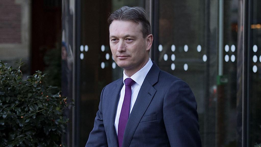 GÅR AV: Nederlands utenriksminister Halbe Zijlstra går av etter å ha innrømmet løgn. Her deltar han på en pressekonferanse i Berlin i november i fjor.