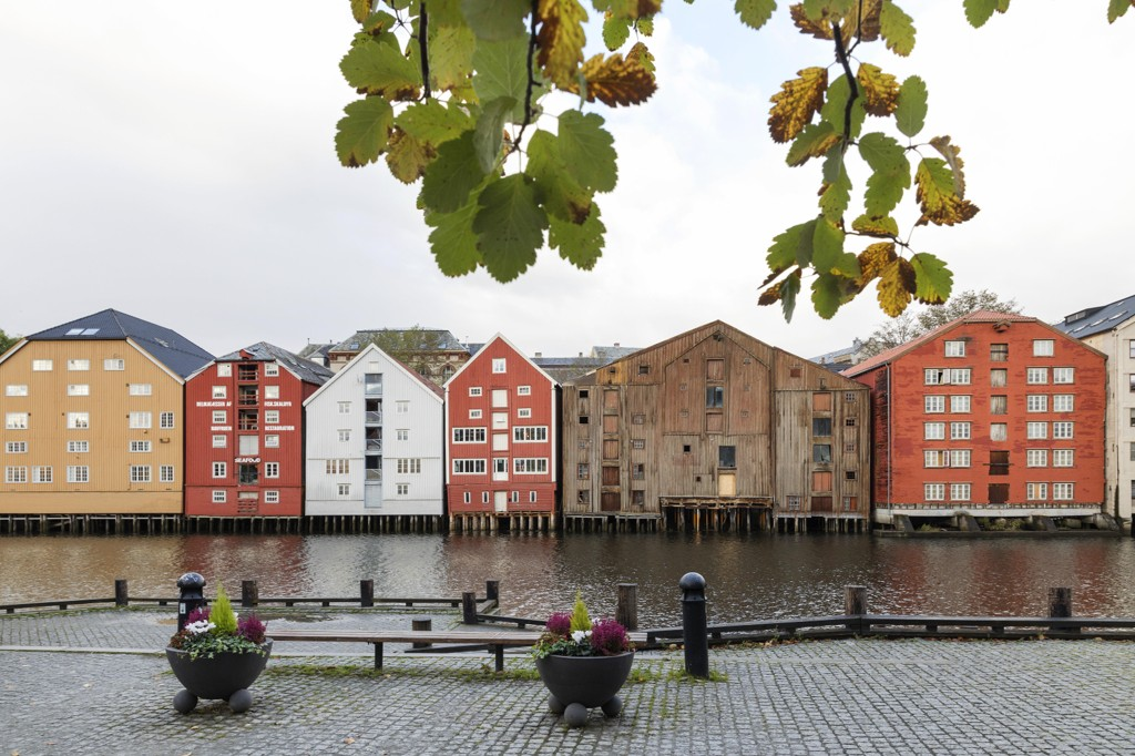BEDRE SIKRING: Leder i Trøndelag AUF og bystyrerepresentant for Arbeiderpartiet, Julie Indstad Hole, vil ha bedre sikring av Nidelva.