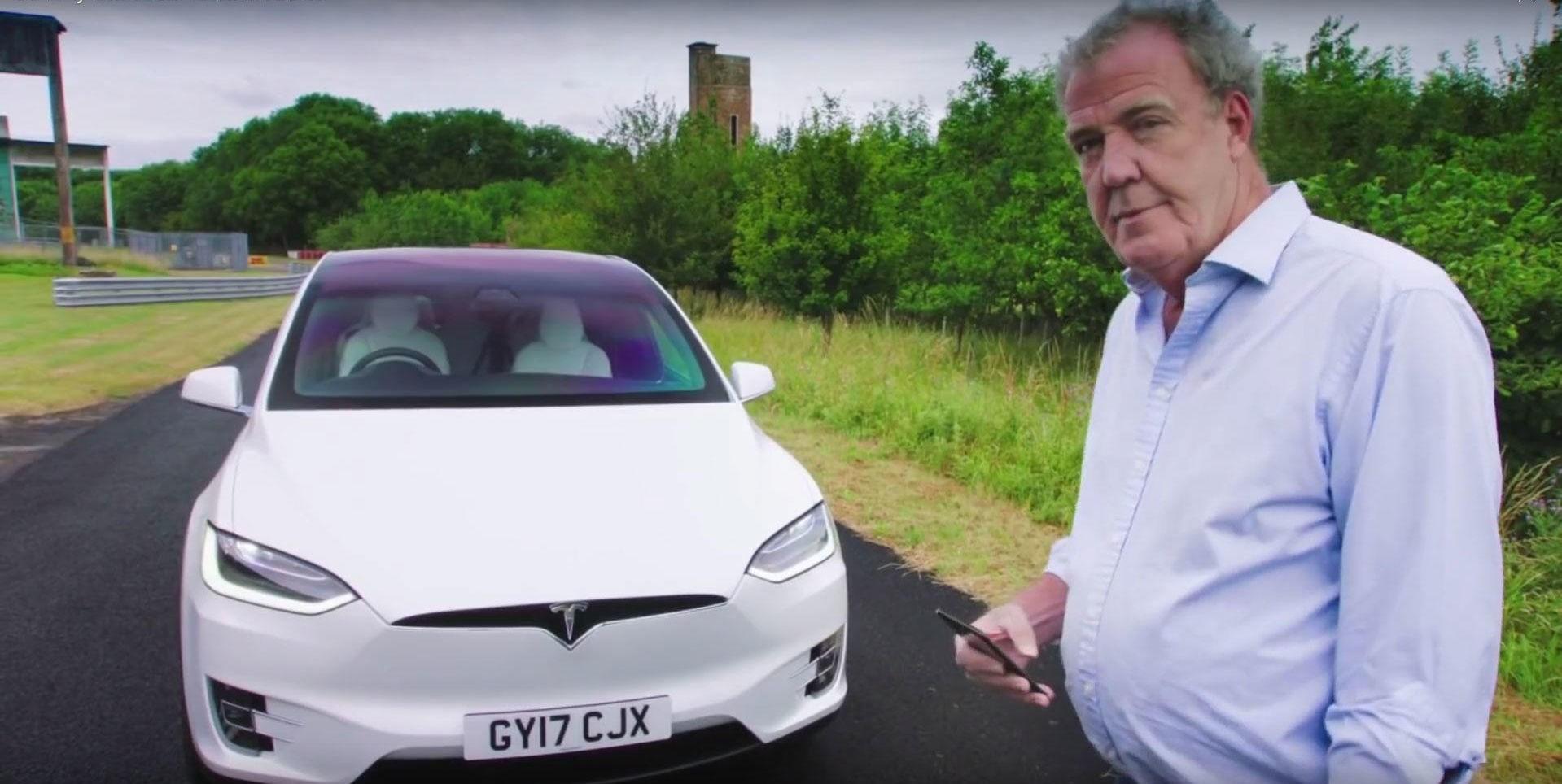 JEREMY CLARKSON MED TESLA MODEL X: Biljournalist Jeremy Clarkson slaktet i sin tid Teslas elbil Roadster. Men hva mener han om elbilene i dag?