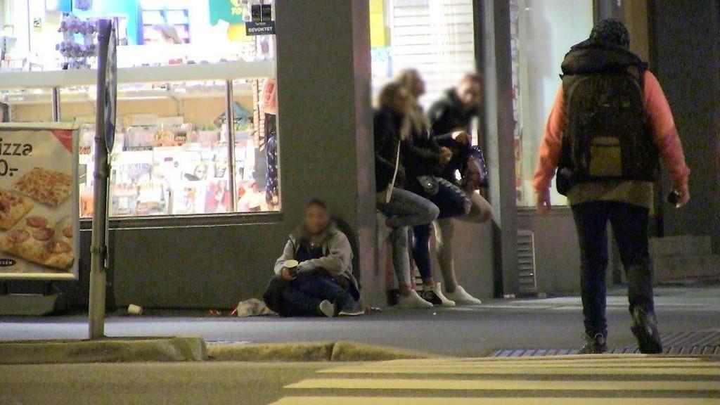 TIGGERMILJØ: Det ene huset hvor politiet aksjonerte i helgen, er det samme som var sentralt i NRK Brennbunkts dokumentar Lykkelandet, som handlet om rumenske personer som kom til Norge for å tigge, drive prostitusjon og gjøre andre ting for å skaffe penger.