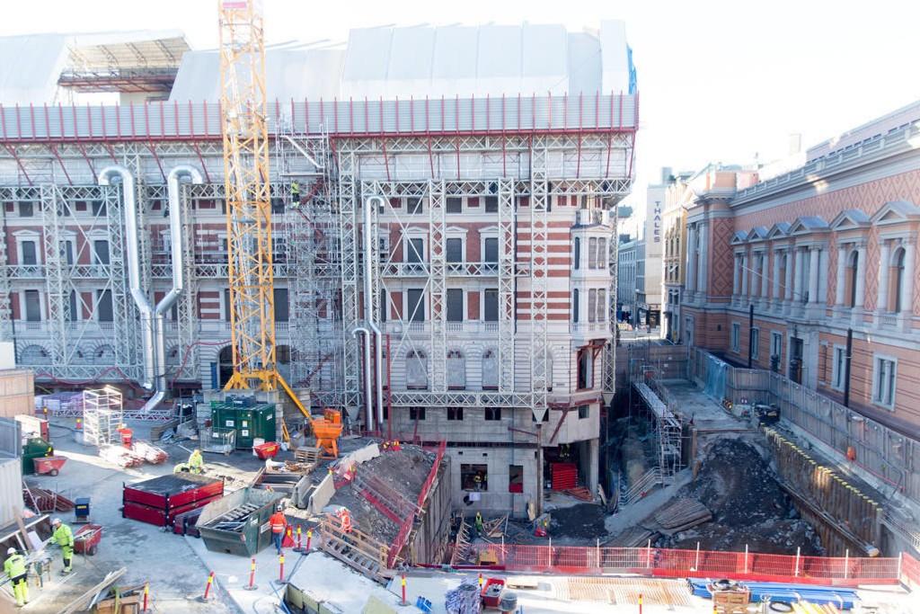 SPREKK: Stortinget rehabiliterer Prinsens gate 26 og bygger et nytt underjordisk postmottak under Wessels plass. Prosjektet har sprengt alle budsjettrammer.
