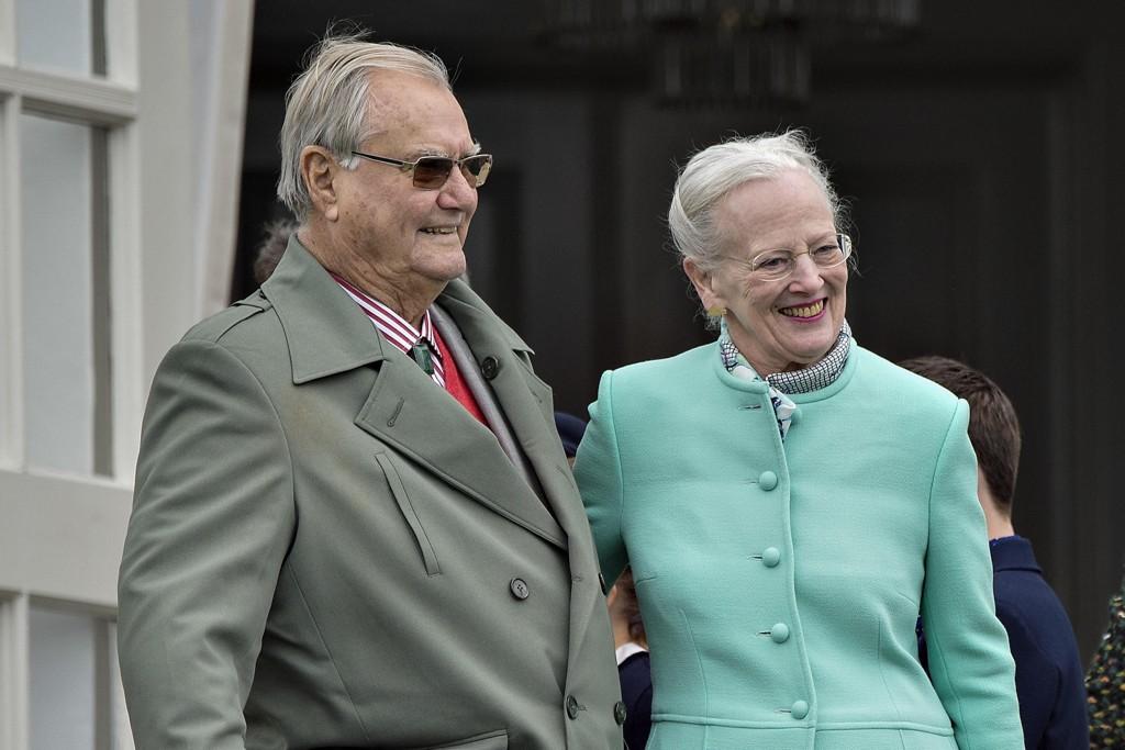 Dronning Margrethe og prins Henrik under Dronning Margrethe sin 77-års fødselsdag på Marselisborg Slot 16. april 2017.