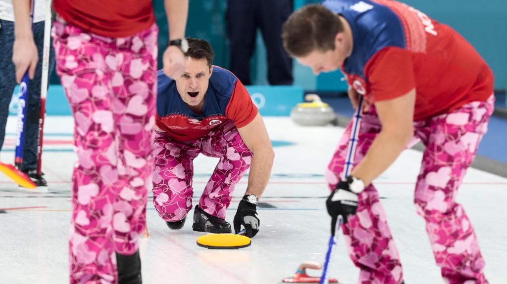 BUKSENE: Norges curlinglandslag, anført av lagkaptein Thomas Ulsrud, spilte sin første kamp i OL mot Japan.