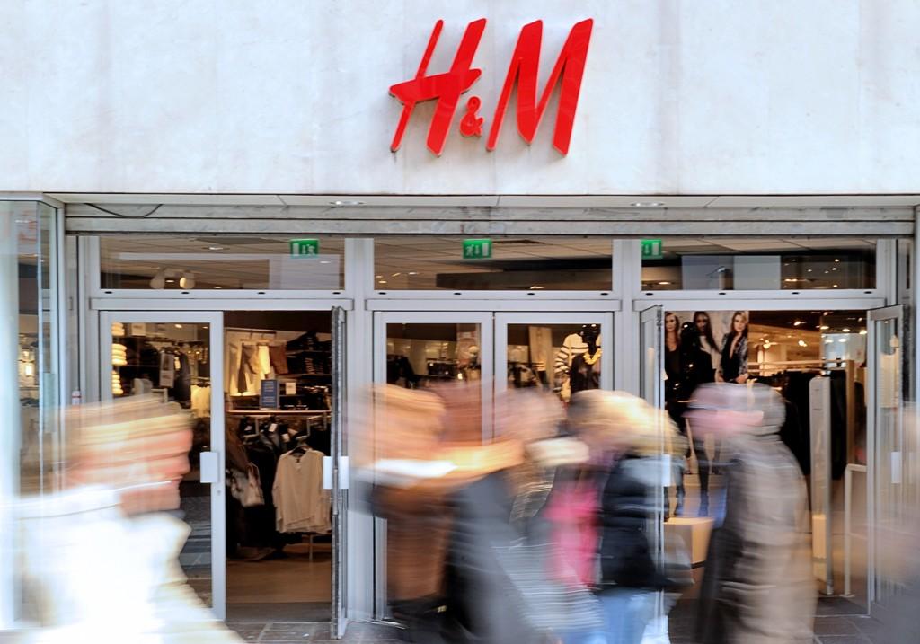 Hennes & Mauritz har over 4000 butikker over hele verden og godt over 100 bare i Norge. Dette bildet er fra Lille i Frankrike.
