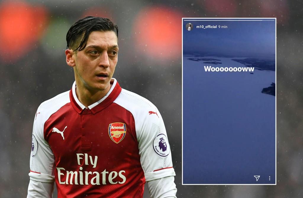 SNØ: Mesut Özil fikk en hvit opplevelse da han og Arsenal-laget landet i Östersund i forkant av europaligaoppgjøret.