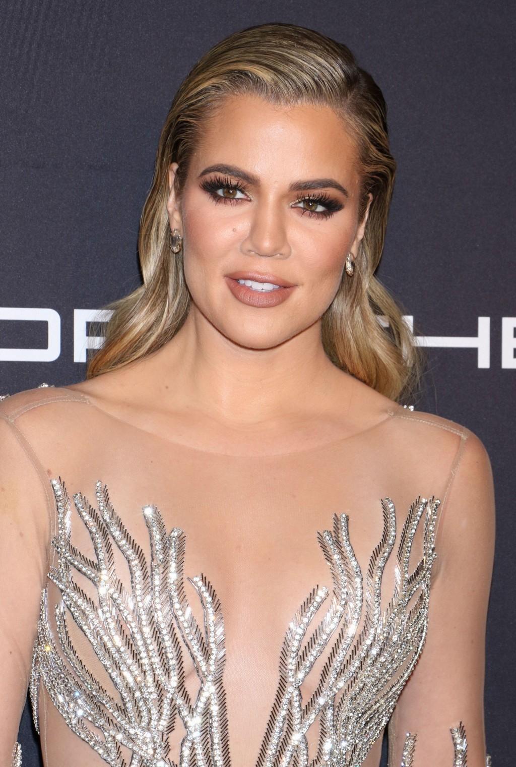 På nettsiden sin åpner Khloe Kardashian opp om vanskeligheter rundt det å ha sex som gravid.