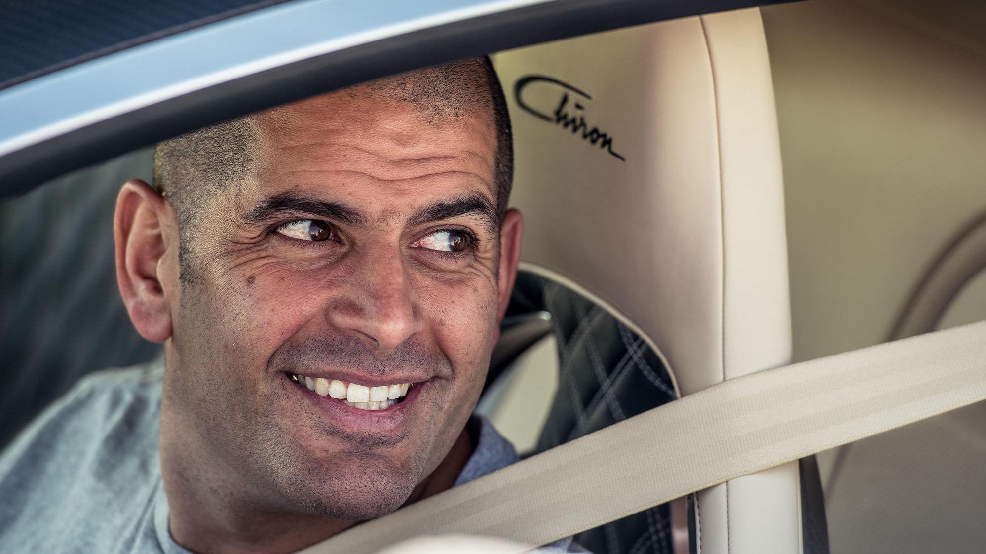 ELSKER IKKE ELBIL: «Top Gear»-programleder Chris Harris er ikke overbevist om at elbil er fremtiden. Her bak rattet i en Bugatti Chiron.