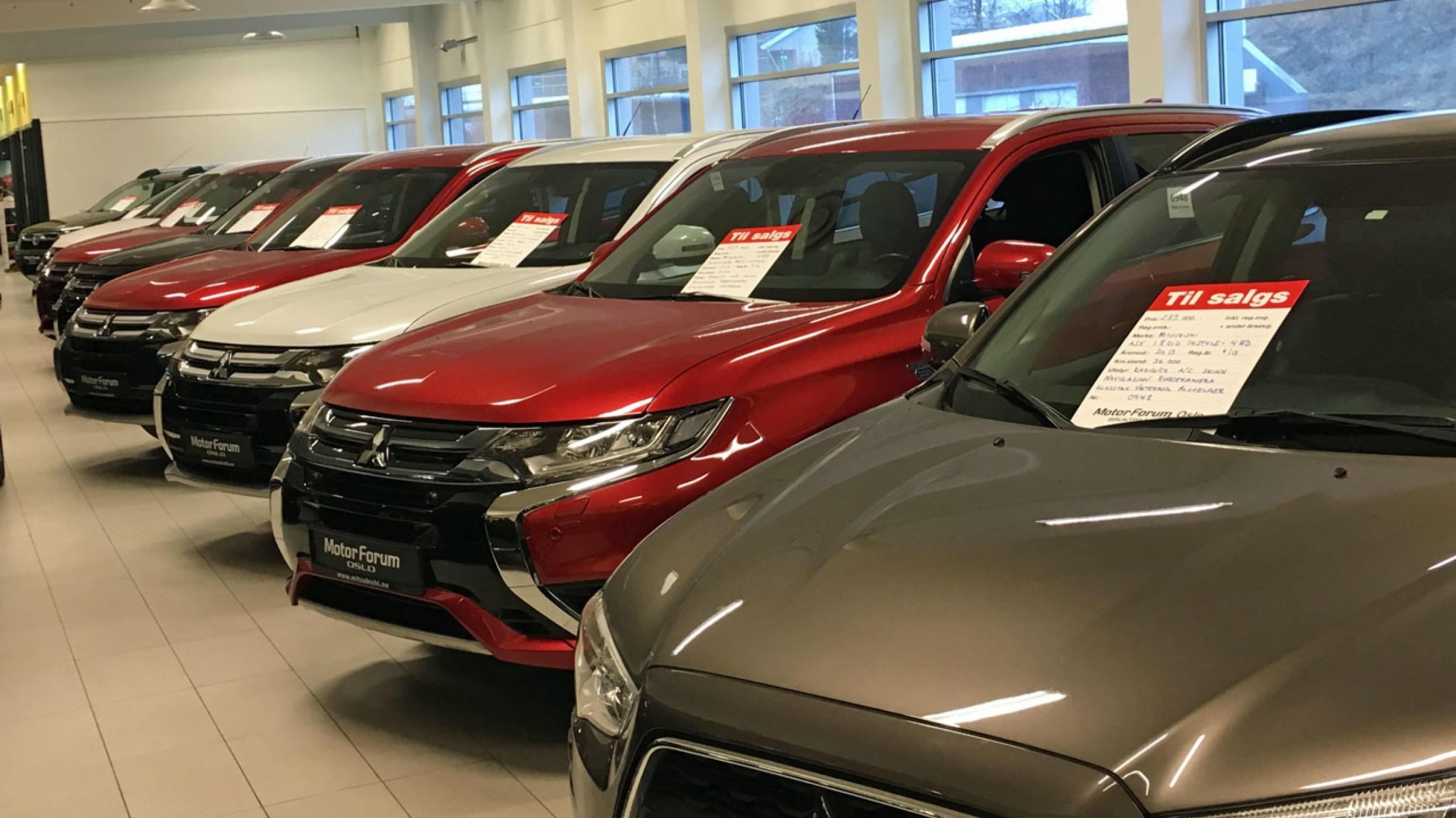 TRE ÅR GAMLE: Det er rekordmange bruktbiler til salgs i Norge akkurat nå. Og det er ikke tilfeldig at mange av dem er tre år gamle.
