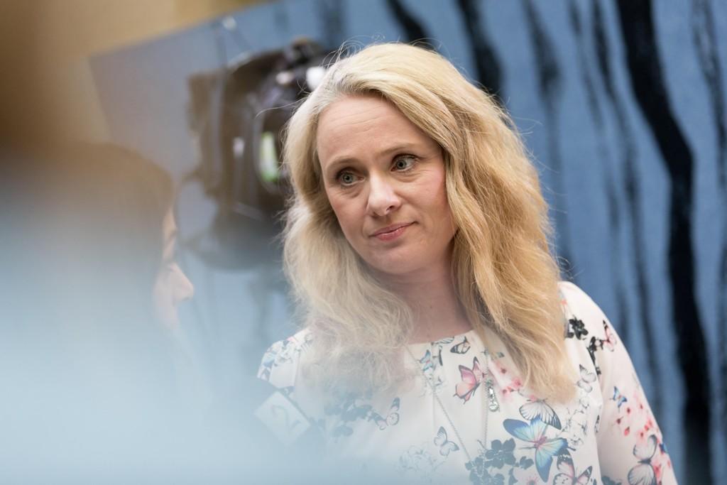 SPLEISELAG: Arbeidsminister Anniken Hauglie har et spleiselag for sykmeldte, der en av deltakerne alltid slipper unna.