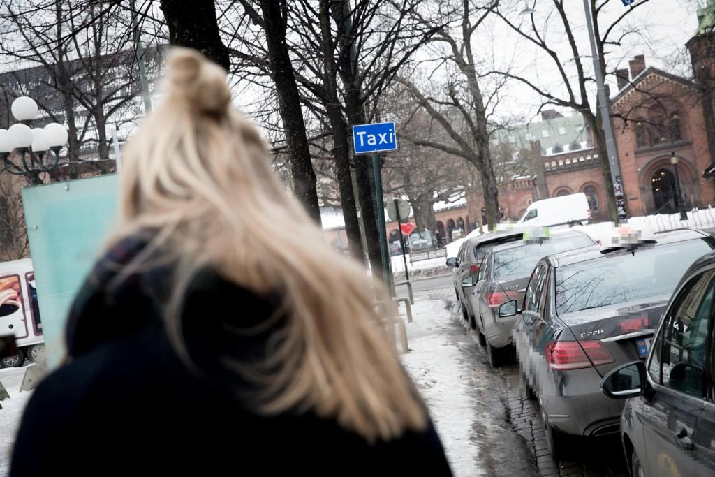 TAXITUR: En kvinne ansatt i bilbransjen forteller om en taxitur hjem fra et jobbarangement hvor en mannlig kollega skal ha dratt frem fram penisen sin, i full stå, og bedt henne om å runke ham.