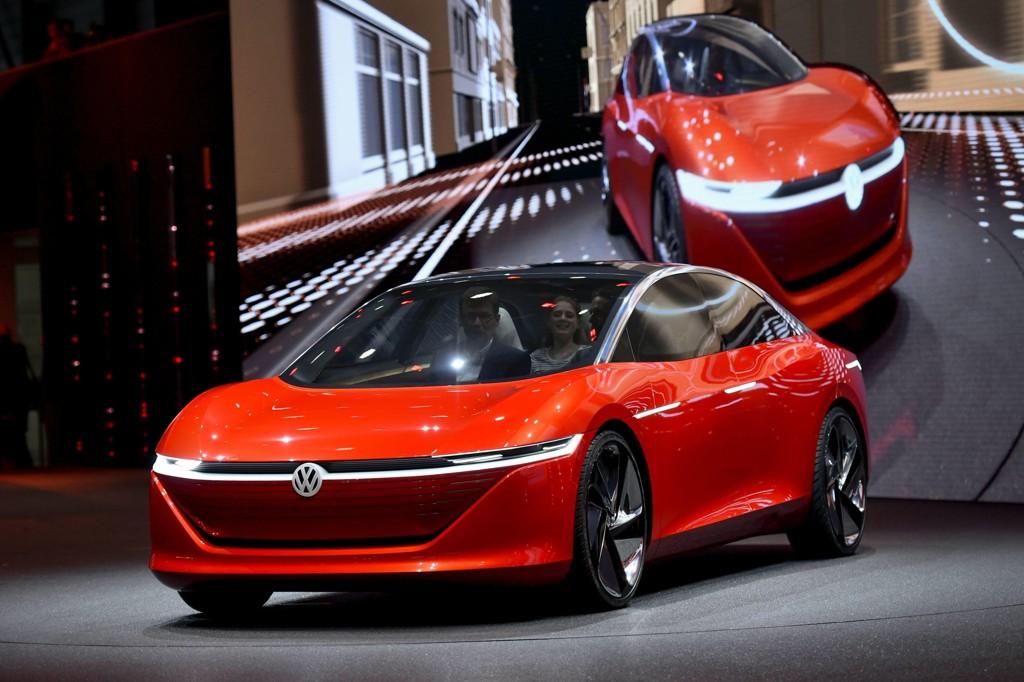 Volkswagen viser konseptmodellen Vizzion på bilutstillingen i Geneve 6. mars. Vil dette bidra til å rette opp dieselskandalen? Foto: AFP / Fabrice COFFRINI