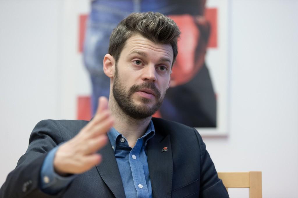 Stortingsrepresentant og Rødt-leder Bjørnar Moxnes ønsker å stoppe byggingen av strømkabel til Skottland.