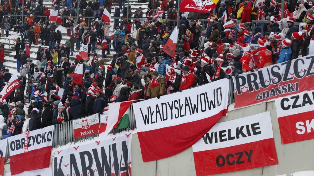 STOR POLSK OPPSLUTNING: Det var mange polske tilskuere i helgens RAW AIR i Holmenkollen.