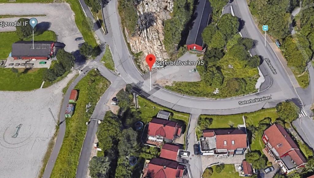 Skytingen skjedde inne i et garasjeanlegg ved Seterbråtveien 95. (Google Maps)